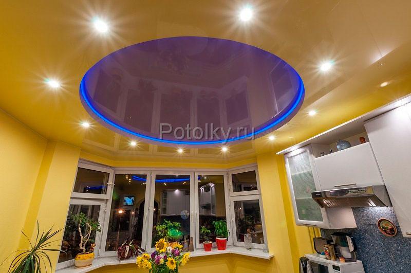 натяжной потолок на кухни