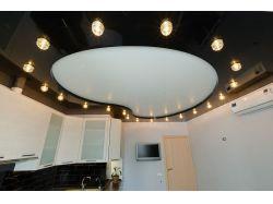 Двухуровневый натяжной потолок на кухне 18 м2